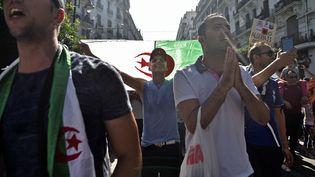 Des Algériens manifestent à Alger contre le gouvernement, le 11 octobre 2019. (RYAD KRAMDI / AFP)