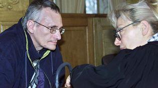 Francis Heaulme avec son avocateLiliane Glock, le 19 novembre 2002, à la courd'assises de Meurthe-et-Moselle à Nancy. (JEAN-CHRISTOPHE VERHAEGEN / AFP)