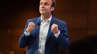 """Emmanuel Macron, alors ministre de l'Economie, lors d'un meetingpour son mouvement """"En marche !"""",à la maison de la Mutualité, à Paris le 12 juillet 2016. (FRANCOIS PAULETTO / CROWDSPARK)"""