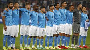 L'équipe d'Israël de football chantant l'hymne national avant son match contre la Moldavie pour les qualifications à la Coupe du Monde 2022, le 12 octobre 2021 àBeer-Sheva. (JACK GUEZ / AFP)