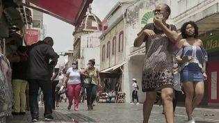 Covid-19 : la Martinique instaure un confinement plus strict. (FRANCE 2)