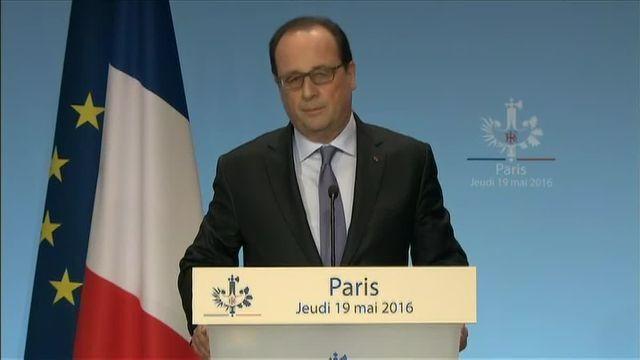 """""""Il faut savoir la vérité, que ce soit un accident ou un acte terroriste"""", déclare François Hollande."""