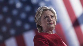La candidate démocrate à l'élection présidentielle, Hillary Clinton, lors d'un meeting à Philadelphie (Etats-Unis), le 7 novembre 2016. (BRENDAN SMIALOWSKI / AFP)