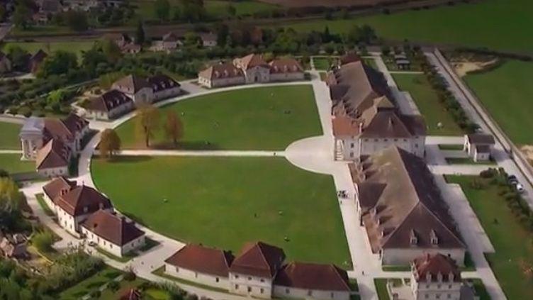 Les 8 hectares de l'ancienne saline d'Arc-et-Senans (Doubs) regorgent de symboles semés par l'architecte Claude-Nicolas Ledoux, qui voulait en faire une cité idéale. (FRANCE 3)