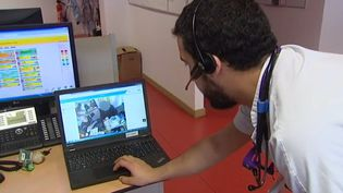 Les ambulanciers de Metz testent les lunettes connectées (FRANCEINFO)