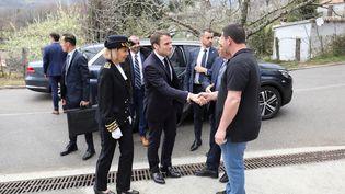 Emmanuel Macron arrive dans le village de Cozzano (Corse-du-Sud), avant de participer à une rencontre avec des maires de Corse, le 4 avril 2019. (LUDOVIC MARIN / AFP)