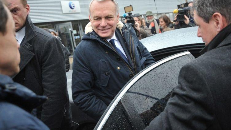 Le Premier ministre Jean-Marc Ayraultà sa sortie d'une agence Pôle emploi àLorient (Morbihan) le 27 décembre 2013. (FRANK PERRY / AFP)