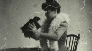 Les amateurs de cinéma ont pu retrouver les salles obscures et aussi retrouver des films sortis juste avant le confinement. Dans certaines salles, ils peuvent redécouvrir le destin passionnant d'Alice Guy, première femme réalisatrice, scénariste et productrice. C'est le choix du 20 heures. (France 2)