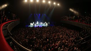 La salle de l'Olympia remplie pour le concert d'Eagles of Death Metal le 16 février 2016 à Paris. (JOEL SAGET / AFP)