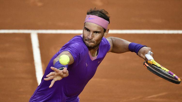 Rafael Nadal aura fort à faire dans unepartie detableau comprenant Roger Federer et Novak Djokovic, lors de l'édition 2021 de Roland-Garros. (FILIPPO MONTEFORTE / AFP)