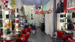 Le salon de coiffure d'OlivierCosenza, à Paris, en novembre 2020. (ARMEL BALOGOG / RADIO FRANCE)