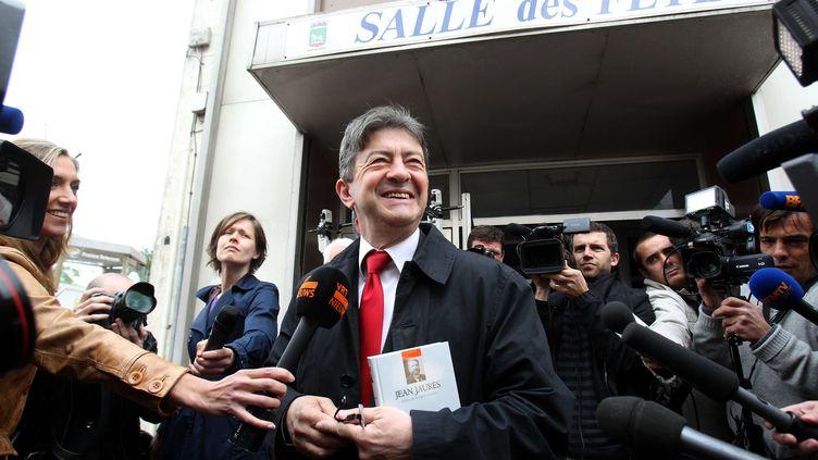 Le leader du Front de Gauche, Jean-Luc Melenchon, au bureau de vote central de la 11e circonscription du Pas-de-Calais, à Hénin-Beaumont. (DELPHINE PINEAU  / VOIX DU NORD / MAXPPP)