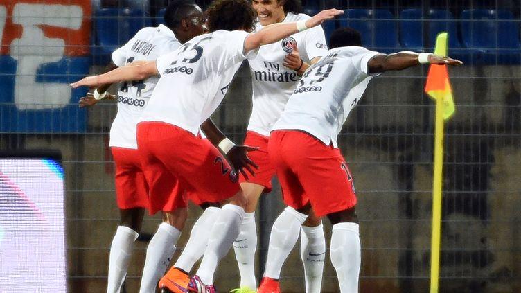 Les joueurs du PSG fêtent leur but contre Montpellier, le 16 mai 2015. (PASCAL GUYOT / AFP)