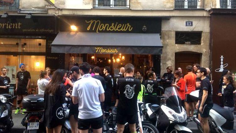 La Team Odéon se retrouve une fois par semaine dans le 6e arrondissement de Paris. (Fanny Lechevestrier / Radio France)