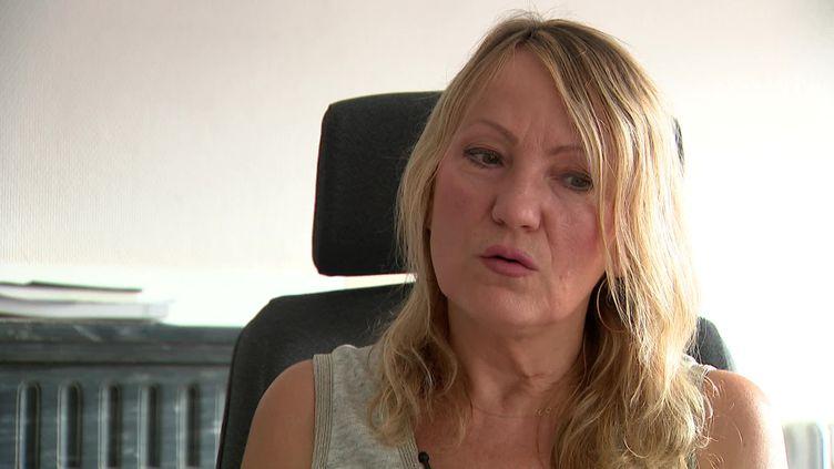 Gala Renaud espère obtenir des réponses au procès des attentats de 2015 qui vient de s'ouvrir. (France Télévisions)