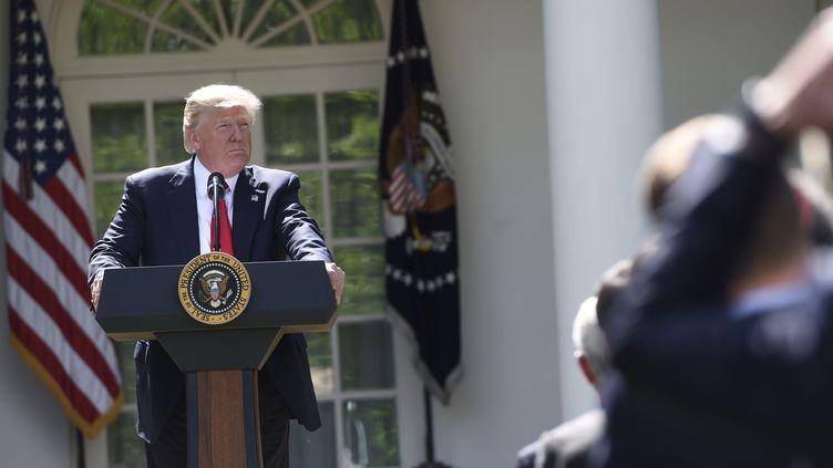 Le président américain Donald Trump annonce le retrait des Etats-Unis de l'accord de Paris sur le climat, le 1er juin 2017, à la Maison Blanche. (SAUL LOEB / AFP)