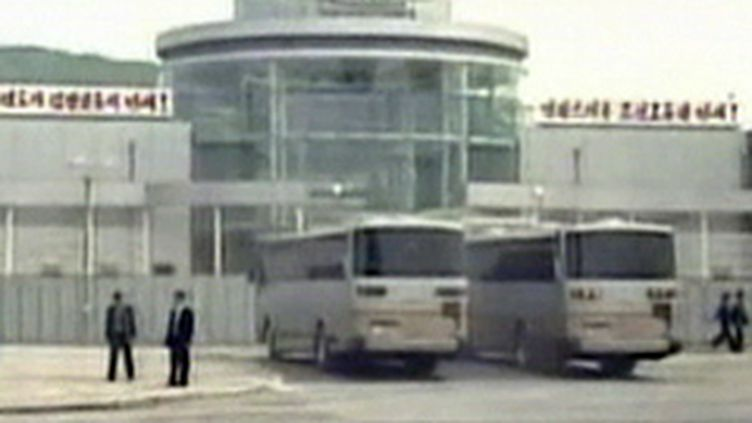 Poste-frontière entre Corée du Nord et du Sud (août 2009) (© France 2)