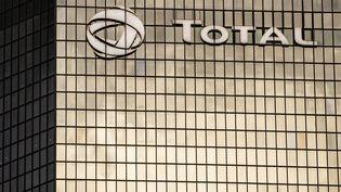 Le siège de Total dans le quartier d'affares de la Défense, à Paris, le 24 septembre 2020. (ANTOINE DE RAIGNIAC / HANS LUCAS / AFP)