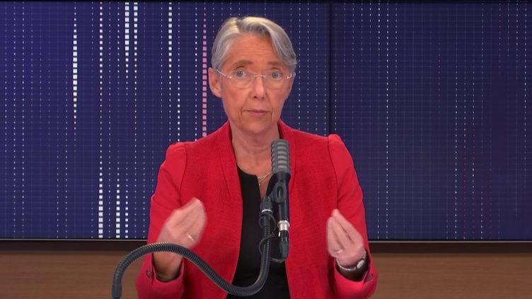 """Élisabeth Borne, ministre du Travail, de l'Emploi et de l'Insertion,était l'invitée du """"8h30 franceinfo"""", mardi 27 octobre 2020. (FRANCEINFO / RADIOFRANCE)"""