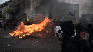 Un manifestant, le 16 novembre 2019 place d'Italie à Paris. (MARTIN BUREAU / AFP)