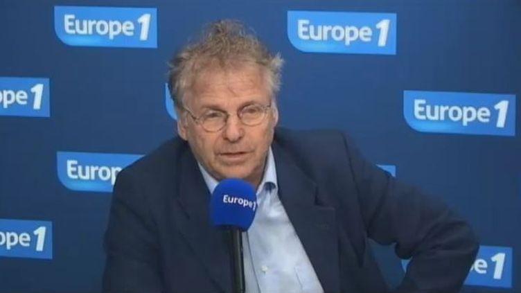 """L'eurodéputé et coprésident du groupe """"Les Verts"""" au Parlement européenDaniel Cohn-Bendit, le 26 janvier 2012 au micro d'Europe 1. (FTVi / EUROPE 1)"""