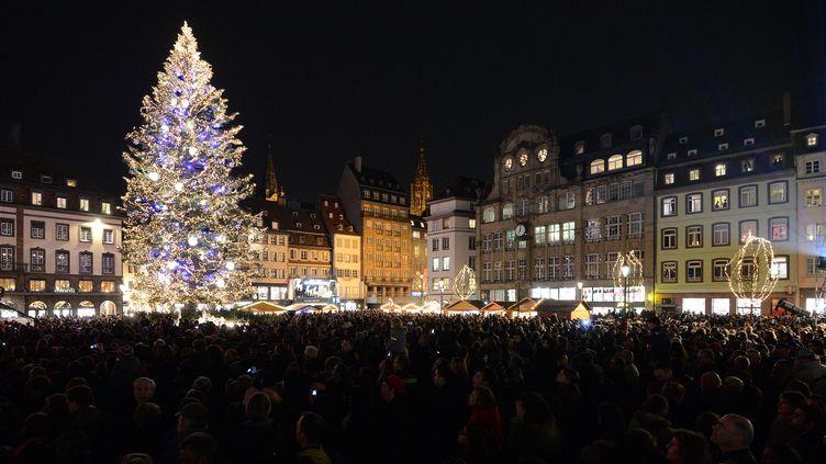 Le marche de Noël de Strasbourg (Bas-Rhin). (PATRICK HERTZOG / AFP)