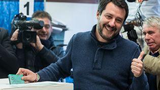 Matteo Salvini, leader de la Ligue, lors de son vote à Milan (Italie), dimanche 4 mars 208. (PIERO CRUCIATTI / AFP)