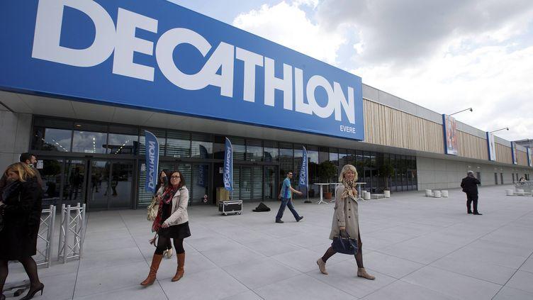 """Les ventes de cravanches ont bondi depuis la sortie de """"Cinquantes nuances plus sombres"""", a affirmé sur Twitter, le 26 mars, le community manager de Decathlon. (NICOLAS MAETERLINCK / BELGA MAG / AFP)"""