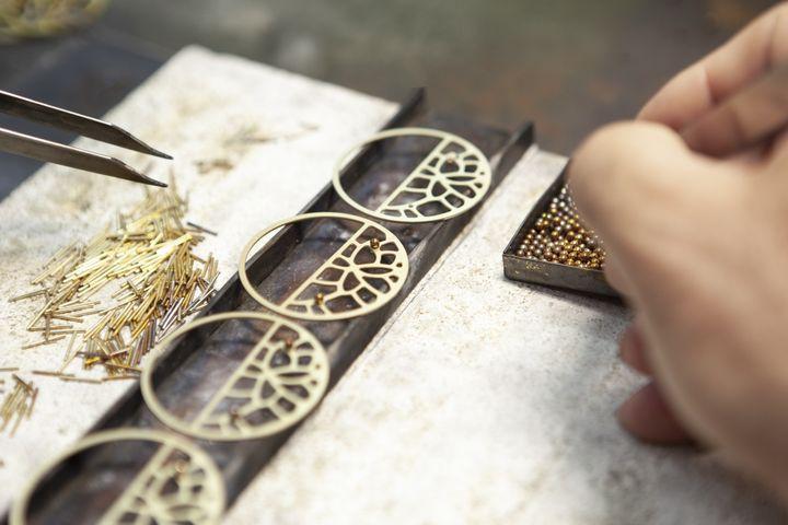 Les bijoux Les Georgettes dans l'usine ardéchoise (altesse)
