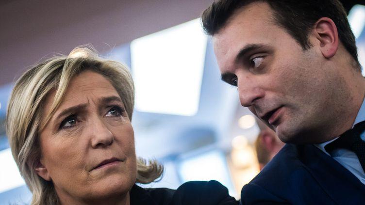 La présidente du FN, Marine Le Pen et Florian Philippot, lors d'une convention du parti sur l'industrie et l'entreprise à Paris, le 5 janvier 2017. (MAXPPP)