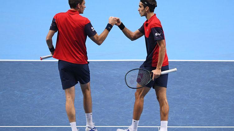 La joie des Français, Nicolas Mahut et Pierre-Hugues Herbert, en finale du Masters londonien pour la deuxième année consécutive. (DANIEL LEAL-OLIVAS / AFP)