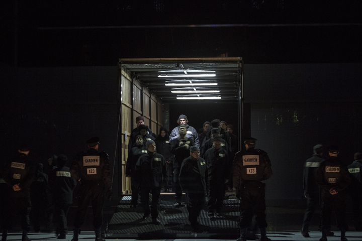 """""""Lady Macbeth de Mzensk"""", dernier acte. (Bernd Uhlig / Opéra national de Paris)"""