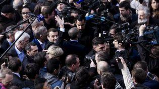 Le bain de foule d'Emmanuel Macron lors de sa venue àVillers-Cotterêts, le 17 mars dernier. (MAXPPP)