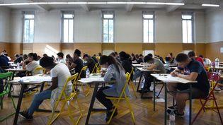 Le baccalauréat débute avec l'épreuve de philosophie, au lycée Pasteur de Strasbourg, le 18 juin 2018. (FREDERICK FLORIN / AFP)