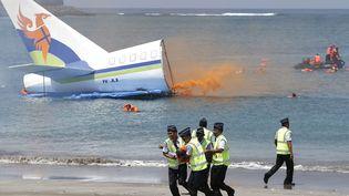 Exercice de simulation de sauvetage après un crash aérien près de l'aéroport de Bali (Indonésie), le 18 novembre 2014. (MAXPPP)