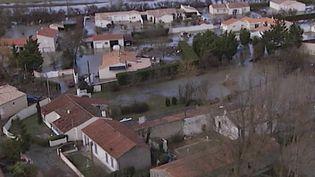 Retour à Charron (Charente-Maritime), dix ans après le passage de la tempête Xynthia et le décès de trois personnes, le 28 février 2010. (FRANCE 2)