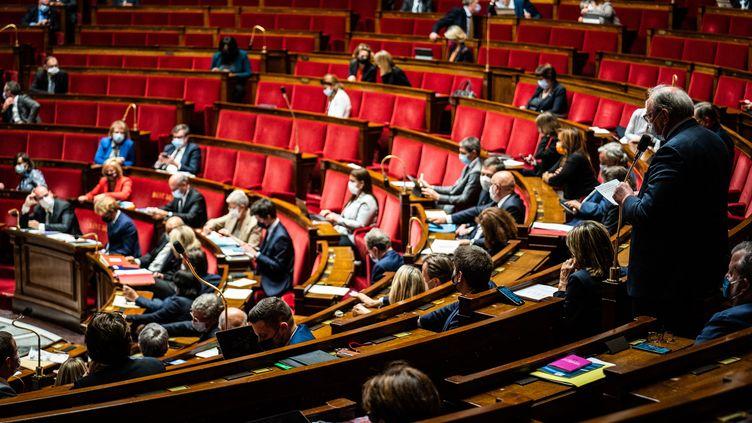 Les députés lors d'une session de questions au gouvernement à l'Assemblée nationale, le 25 mai 2021. (XOSE BOUZAS / HANS LUCAS / AFP)
