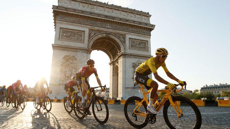 Le Colombien Egan Bernal, lors de la dernière étape du Tour de France, le 28 juillet 2019, à Paris. (GONZALO FUENTES / REUTERS)