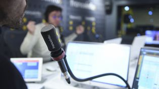Dans un studio de franceinfo à Paris (France) le 30 octobre 2019 (CHRISTOPHE ABRAMOWITZ / RADIO FRANCE)
