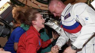 Comme à la grande époque de la conquête spatiale sur fond de guerre froide, Russes et Américains ont cherché à être les premiers à tourner une fiction dans l'espace. Mission réussie pour les Russes, qui viennent d'achever leur tournage. (Capture d'écran France 2)