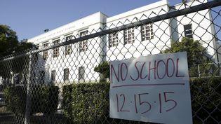 Une école fermée, le 15 décembre 2015 à Los Angeles (Etats-Unis). (JASON REDMOND / REUTERS)