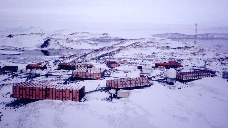 Une photographie aérienne non datée de la base française Dumont-d'Urville, en Antarctique. (AFP)
