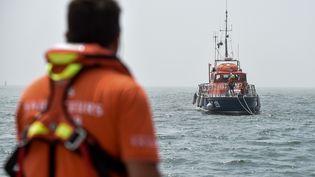 Un navire de secours de la SNSM lors d'une session d'entraînement, au large de Saint-Nazaire (Loire-Atlantique), le 28 juin 2019. (SEBASTIEN SALOM-GOMIS / AFP)
