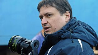 """Christian Mungiu pendant le tournage de """"Au-delà des collines"""" (2012).  (MOBRA FILMS / COLLECTION CHRISTOPHEL)"""