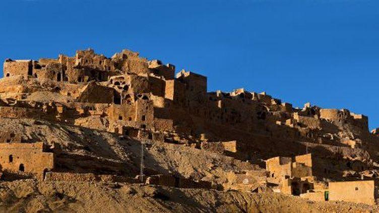 Dans la région de Tataouine (sud-est), le village berbère de Chenini est mis en valeur dans la vidéo de l'Office du tourisme tunisien.