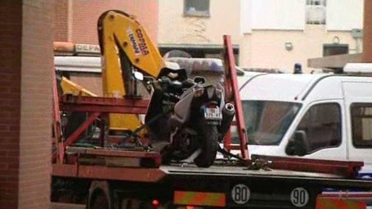 Le scooter utilisé par Mohamed Merah pour commettre ses meurtres, photographié ici lors de la saisie du véhicule, en mars 2012 à Toulouse. (FRANCE 3 MIDI-PYRÉNÉES)