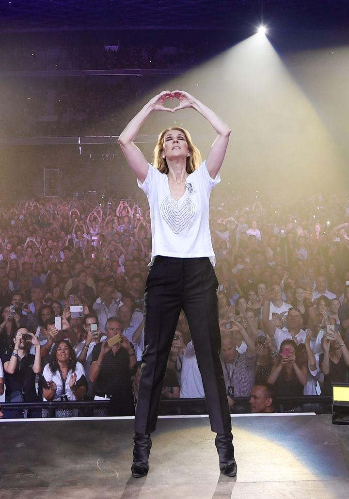 L'homme de Céline Dion aux victimes de l'attentat de Nice, le 20 juillet 2017  (DENISE TRUSCELLO / HANDOUT / AFP)