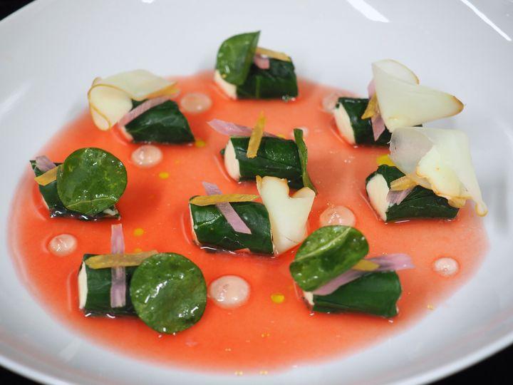 Royale de mozzarella, blettes de couleur, eau de pastèque à la citronnelle. (LA RESERVE DE BEAULIEU)