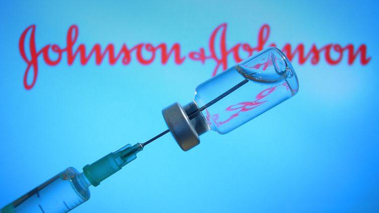 Un flacon du vaccin Johnson & Johnson (image d'illustration). (FRANK HOERMANN/SVEN SIMON / SVEN SIMON)