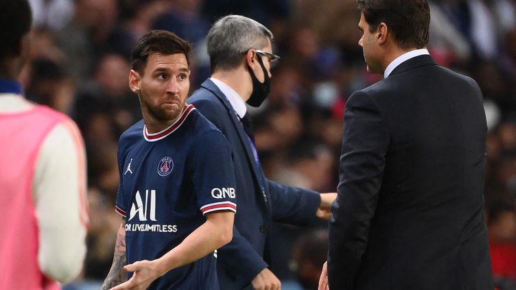 Lionel Messi à sa sortie à la 76e minute face à Lyon, dimanche 19 septembre. (FRANCK FIFE / AFP)